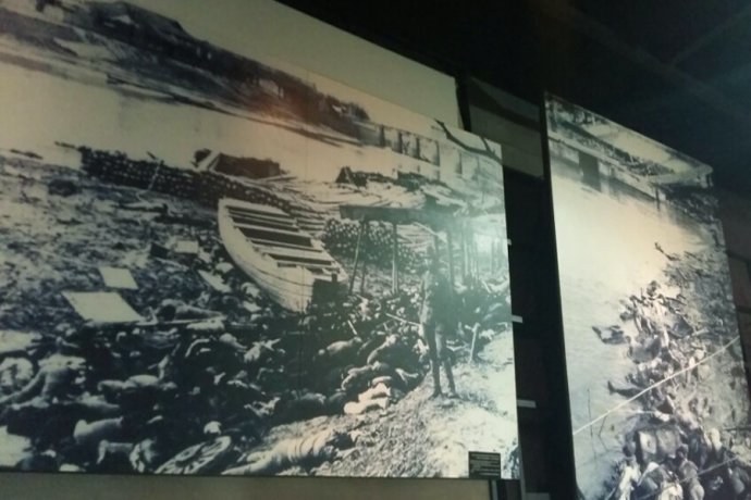 강가로 모인 중국인들은 이유도 없이 처참하게 희생되었다. - 김효정에디터 제공